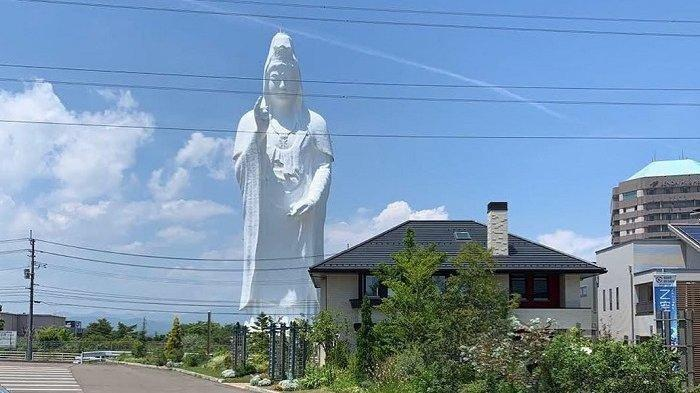Patung Dewi Setinggi 100 Meter Ini Pernah Menjadi yang Tertinggi di Dunia