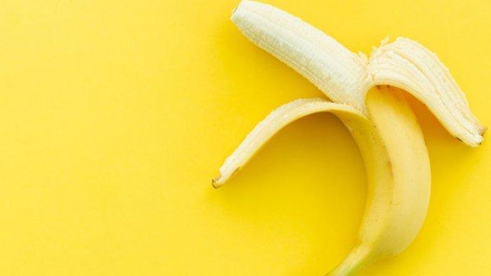 Kulit pisang bisa digunakan sebagai bahan skin care, pemutih gigi, pereda sakit kepala sampai jadi camilan enak.