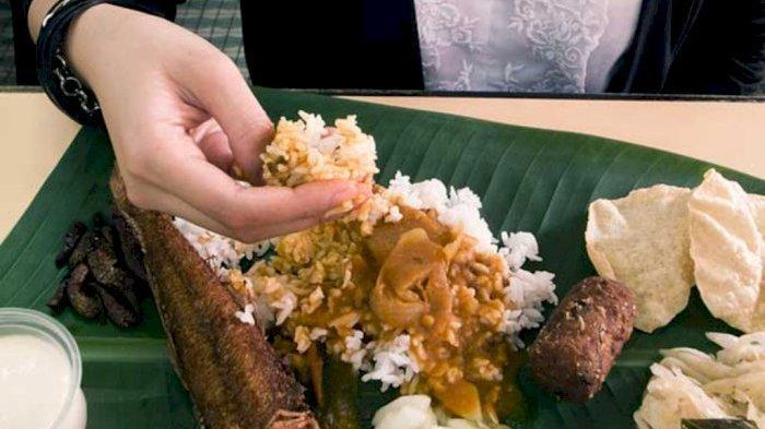 Tidak Hanya di Indonesia, 5 Negara Ini Juga Punya Tradisi Makan Pakai Tangan