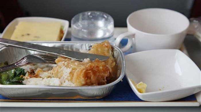9 Rahasia Makanan di Pesawat, Benarkah Mengandung Banyak Gula dan Garam?
