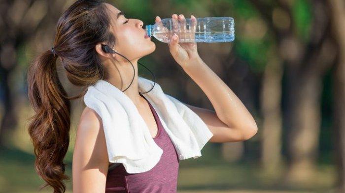Harvard Medical Schoolmenyebutkan bahwa tubuh yang berkeringat sering kali menjadi salah satu alasan untuk mandi.