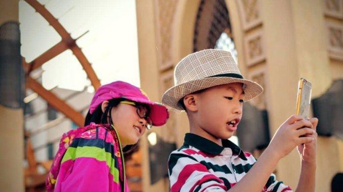 Membesarkan Anak Di Bawah Asuhan Gadget, Apa Dampaknya?
