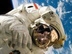 astronot-222.jpg