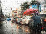 mobil-hujan-hujan.jpg