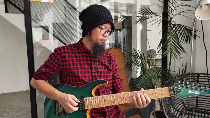 Potret gitaris Lampung Firman Al Hakim saat ditemui Tribunlampungwiki.com, Sabtu, 28 November 2020.