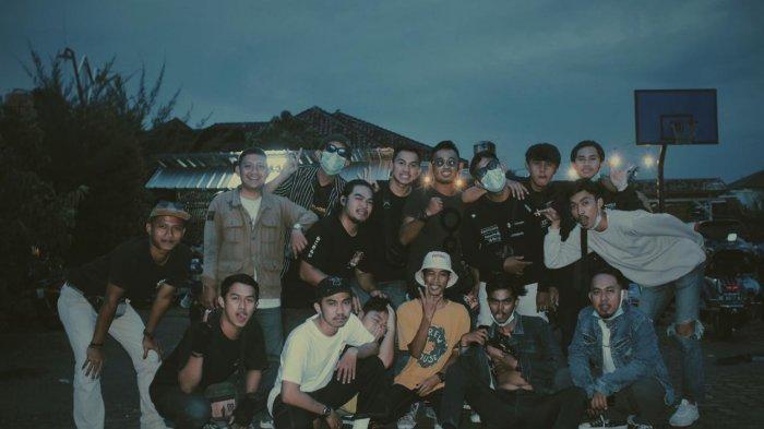 Para anggota komunitas vespa Lampung Scoots.