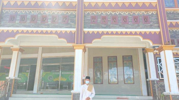 Tampak depan masjid unik di Lampung, Masjid Jami Al-Ishlah, Jumat, 16 April 2021.