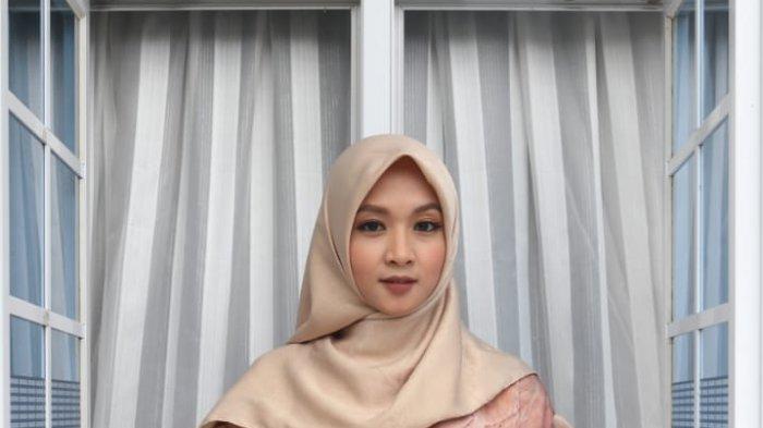 Potret fashion designer Lampung Widyastuti Murniasih Ryantini (Yasmin Wiwid)