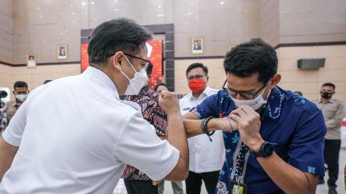 Menteri Pariwisata dan Ekonomi Kreatif (Menparekraf) Sandiaga Salahuddin Uno dan Menteri Kesehatan Budi Gunadi Sadikin di Graha Bumi Beringin, Manado, Sulut, Jumat (5/3/2021).