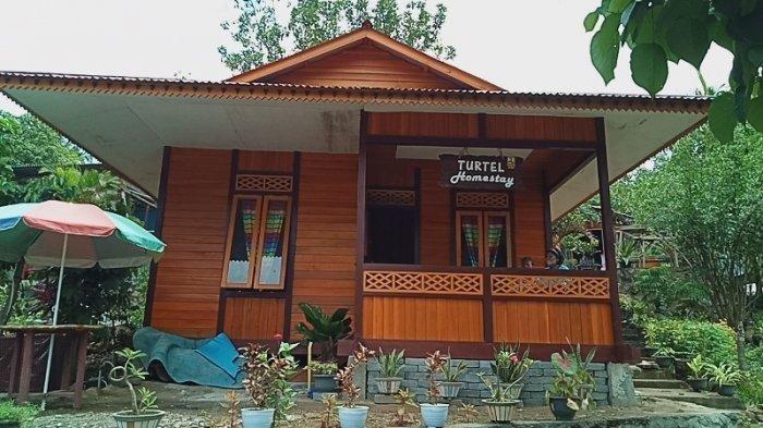 Salah satu Home Stay di jalan menuju objek wisata pantai Paal di Desa Marinsow, Kecamatan Likupang Timur, Kabupaten Minahasa Utara, Minggu (14/2/2021) sore.