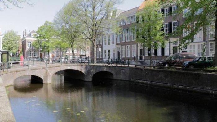 Kanal di Den Haag, Belanda.
