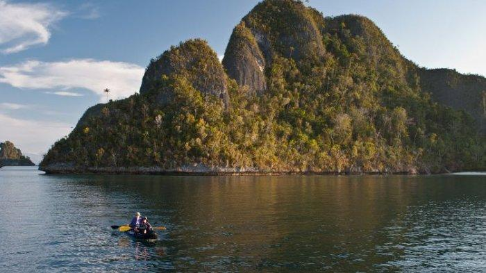 Ilustrasi kayaking di Raja Ampat, Papua.