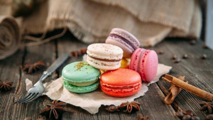 Macaron, makanan ringan asal Prancis.