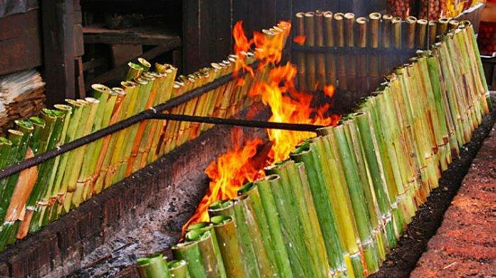 Proses pembuatan Nasi Jaha atau nasi bambu