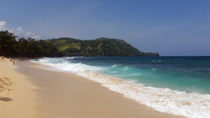 Pantai Paal di Minahasa Utara