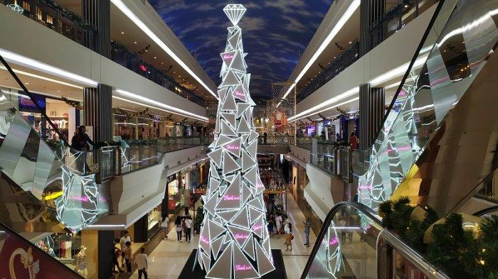 Pohon Natal di Manado Town Square