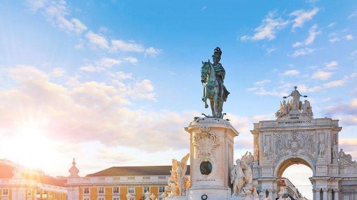 Ilustrasi Portugal - Praca do Comercio di Lisbon.
