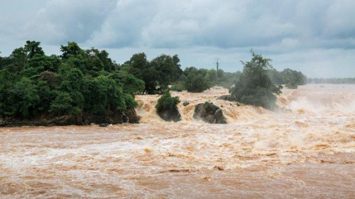 Ilustrasi banjir air sungai.