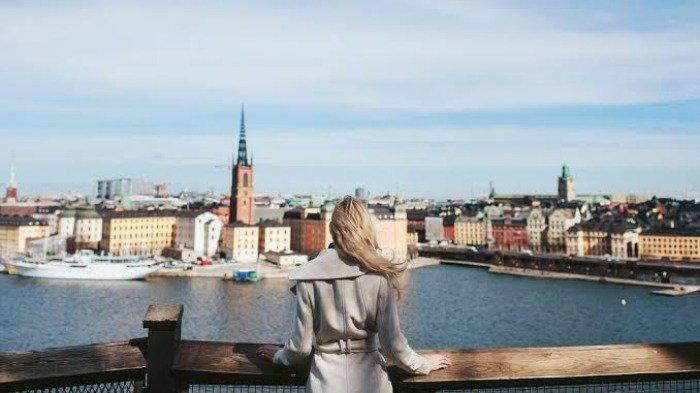 6 Fakta Unik Swedia, Bayar Toilet Pakai Kartu Kredit