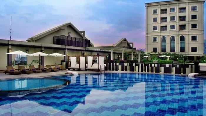 Kolam Renang di Hotel Grand City Hall Medan, Kota Medan, Senin 4 Januari 2021.