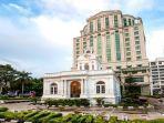 bangunan-hotel-grand-city-hall.jpg