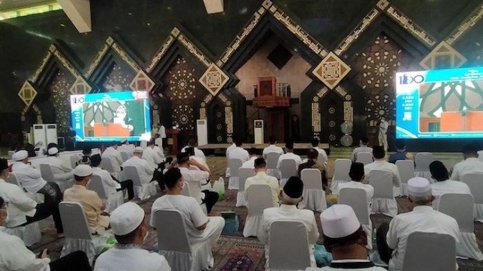 Menteri Pertahanan RI Prabowo Subianto dan Gubernur DKI Jakarta Anies Baswedan hadir dalam acara haul atau syukuran memperingati 100 tahun lahirnya Presiden Ke-dua RI Soeharto di Masjid At-Tin Taman Mini Indonesia Indah, Selasa (8/6/2021).