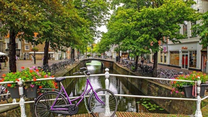 Belanda.