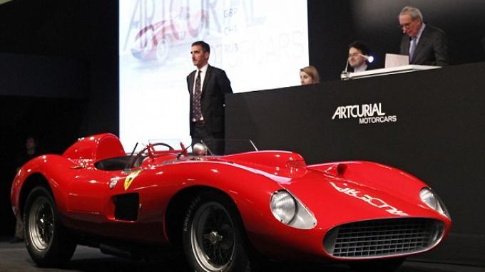 Lionel Messi Pamer Mobil Terbarunya