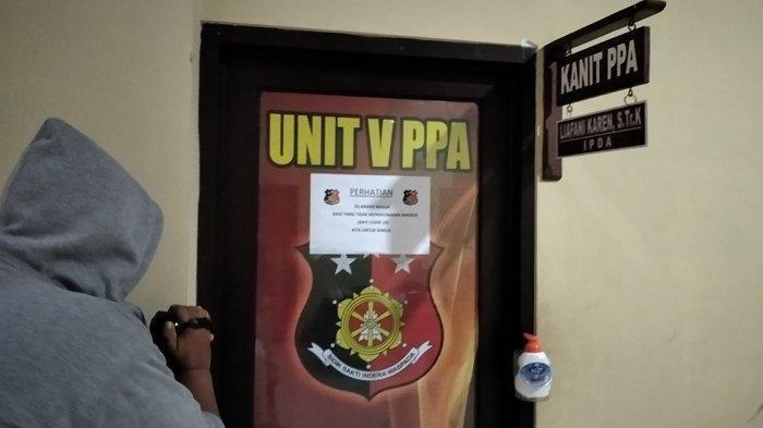 Dua terduga muncikari prostitusi online dan satu artis sedang menjalani pemeriksaan di Mapolresta Bandar Lampung, Selasa (28/7/2020) malam   Artikel ini telah tayang di tribunlampung.co.id dengan judul Diduga Terlibat Prostitusi Online, Polresta Bandar Lampung Amankan 2 Mucikari dan 1 Artis, https://lampung.tribunnews.com/2020/07/28/diduga-terlibat-prostitusi-online-polresta-bandar-lampung-amankan-2-mucikari-dan-1-artis?page=all. Penulis: joeviter muhammad Editor: Noval Andriansyah