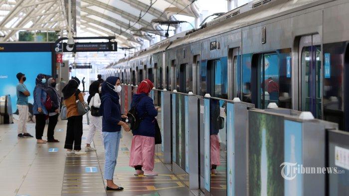 MRT Jakarta Izinkan Pengguna Berbuka di Gerbong dan Area Stasiun: Cuma Boleh Air Putih dan Kurma