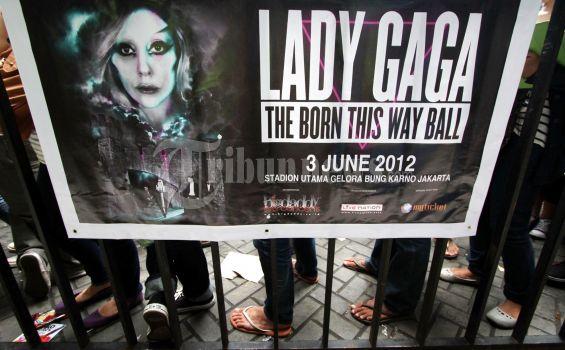 Nggak Suka Lady Gaga, Tapi Momo Merasa Penasaran