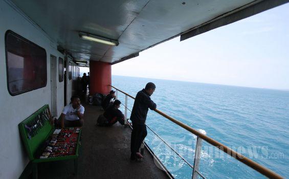 Seorang Penumpang Kapal Loncat ke Laut Selat Sunda, Saksi Mata Beberkan Gelagat Aneh Korban