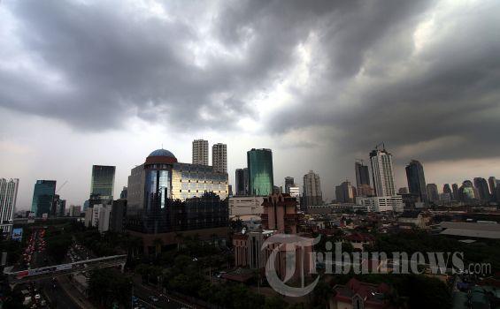 Prediksi Cuaca Hari Ini: Hujan Siang di Jaksel dan Jaktim, Waspadai Hujan Petir Malam dan Dini Hari