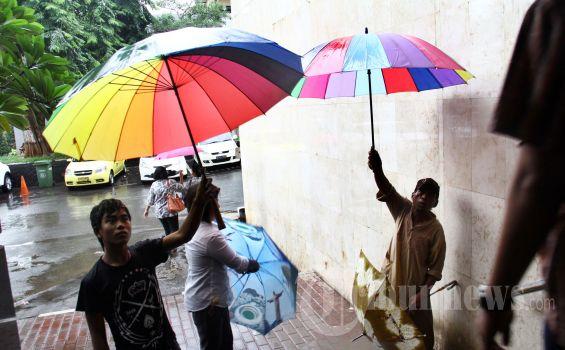 BMKG: Siang Ini Hujan Diprediksi Turun di Sebagian Kota Jakarta
