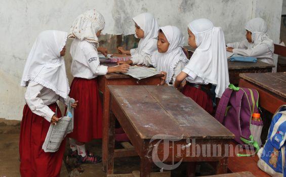 SKB 3 Menteri Soal Seragam Tidak Berlaku untuk Murid Madrasah