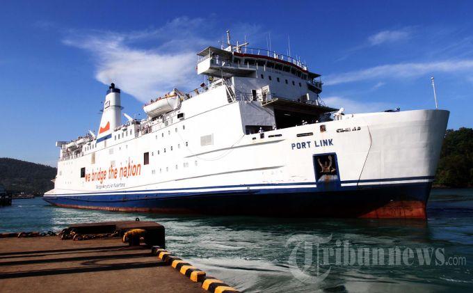 H-2 Lebaran, Arus Penumpang di Pelabuhan Penyebrangan Terpantau Sepi