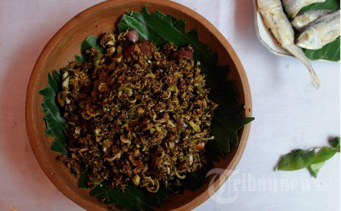 Aneka bumbu masakan tradisional Aceh dipajang di arena Festival Kuliner Aceh di Taman Sri Ratu Safiatuddin, Banda Aceh, Kamis (29/6/2013).