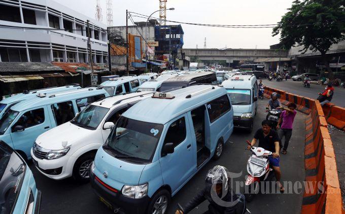 BBM Naik, Ahok Dorong Angkot di Jakarta Teritegrasi TransJakarta