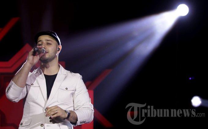 Maher Zain tampil pada konsernya yang bertajuk 'Malam 1000 Keberkahan Maher Zain' di Tennis Indoor Senayan, Jakarta Pusat, Jumat (22/11/2013) malam. Ini merupakan ketiga kalinya Maher Zain menggelar konser di Jakarta. (Tribun Jakarta/Jeprima)