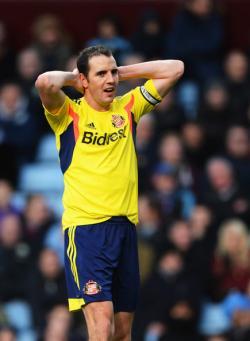 Sunderland Perpanjang Kontrak John O'Shea Dua Tahun