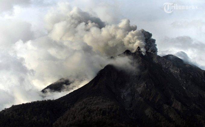 Letusan Gunung Etna Paksa Penutupan Bandara Catania