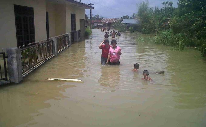 Banjir Bandang Terjang Bojongkacor Mengakibatkan Enam Motor Hanyut