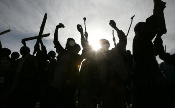 Halau Tawuran di Perlintasan Rel KA Pondok Kopi, Tim Rajawali Lepaskan Tembakan ke Udara