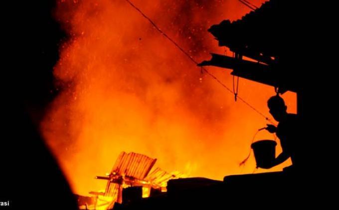Terbaring Sakit di Kamar, Nyawa Pria 52 Tahun Selamat Saat Terjadi Kebakaran Hebat di Rumahnya