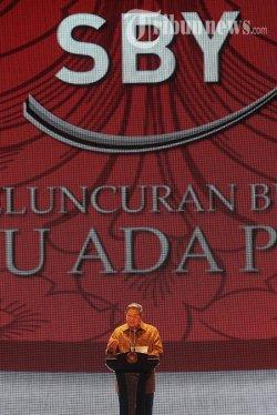 Presiden Susilo Bambang Yudhoyono memberikan sambutan dalam acara peluncuran bukunya yang berjudul 'Selalu Ada Pilihan' di Jakarta Convention Center (JCC), Jakarta Pusat, Jumat (17/1/2014). Buku yang ditulis langsung oleh SBY tersebut mengisahkan tentang 8 tahun kepemimpinannya sebagai Presiden RI. (TRIBUNNEWS/DANY PERMANA)