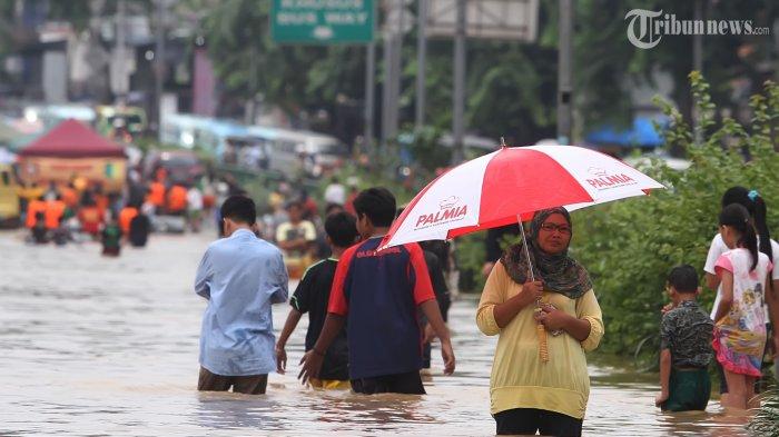 Jokowi Perintahkan Petugas Buka Pintu Air Manggarai Mengarah ke Istana