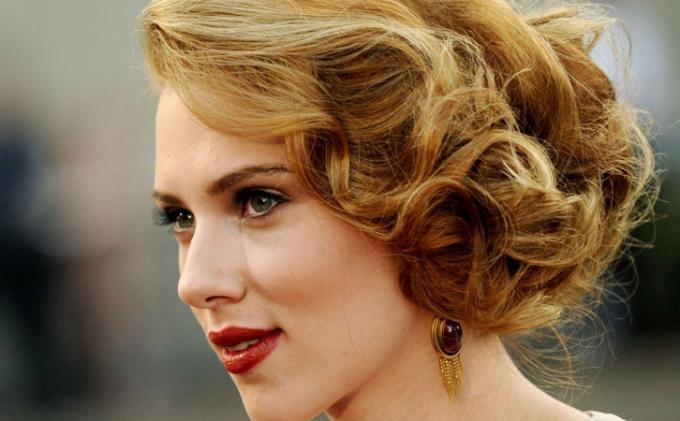 Bintang Black Widow, Scarlett Johansson Luncurkan Merek Kecantikan