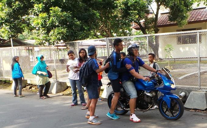 Dikepung Massa, Striker U-19 Dijemput Pakai Sepeda Motor