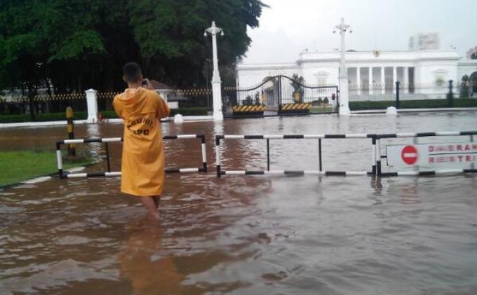 Istana Dikepung Banjir