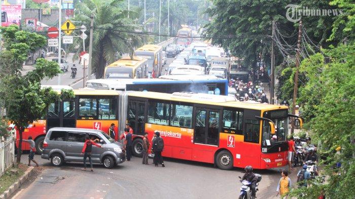 Dinilai Aneh Sikap Jokowi Tidak Lapor Korupsi Busway